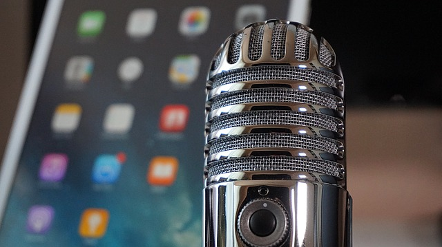 Webinars vs. Podcasts: Which Is The Right Medium For You? 2020 - Negosentro